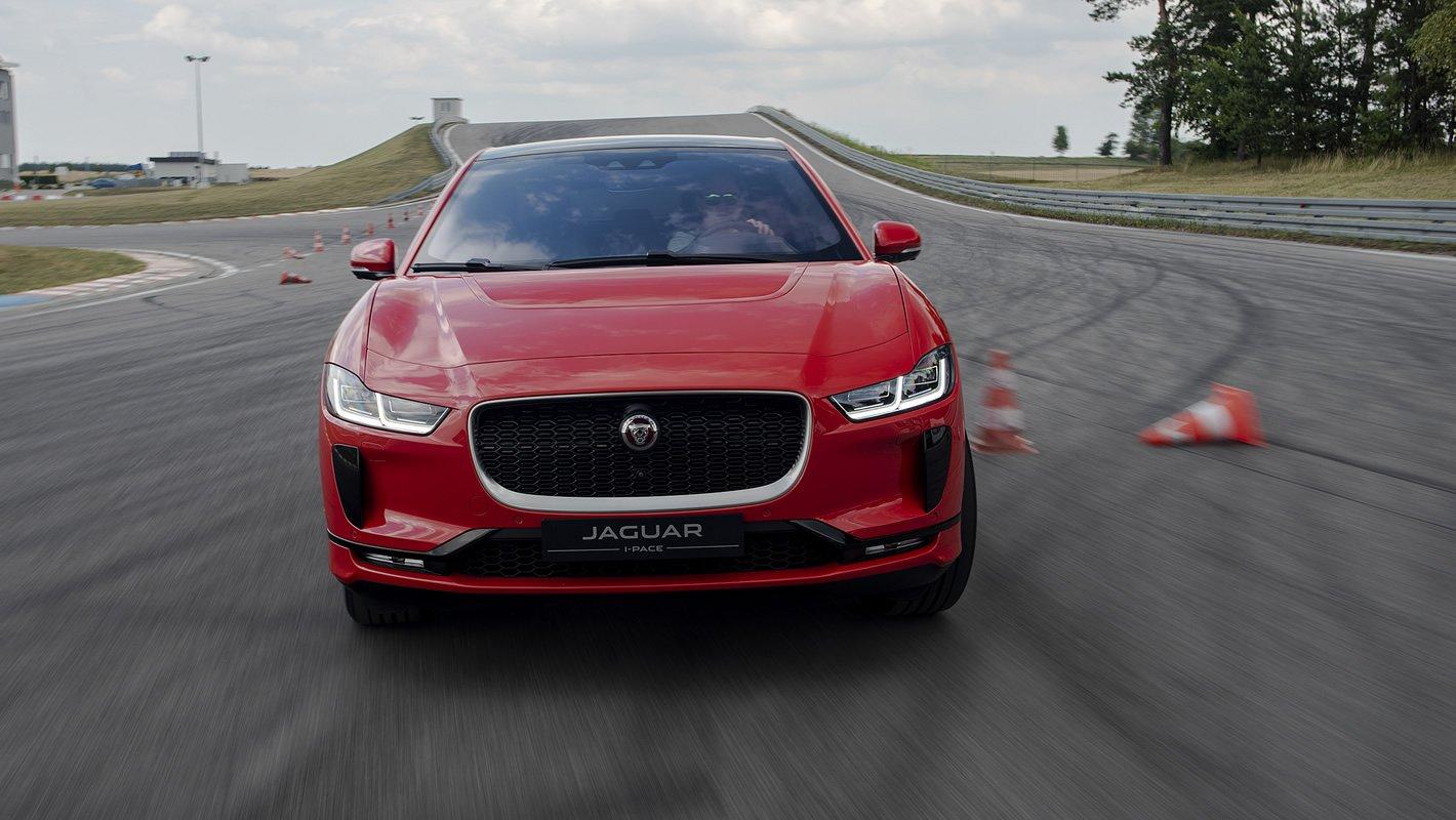 Jaguar I-Pace na torze