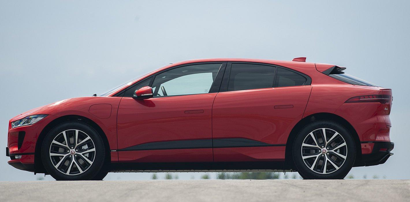 Jaguar I-Pace z boku