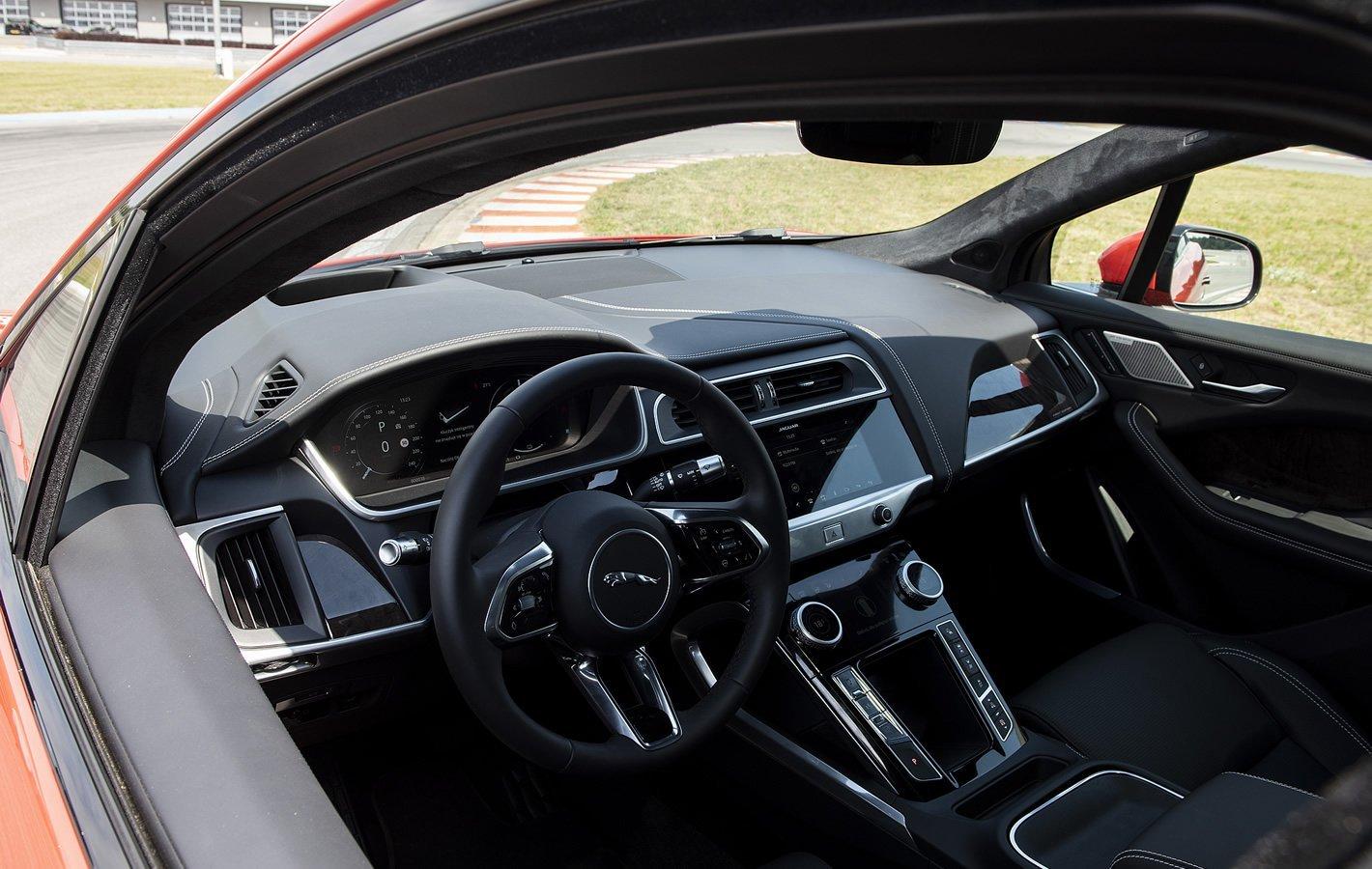 Jaguar I-Pace - zaglądając do środka