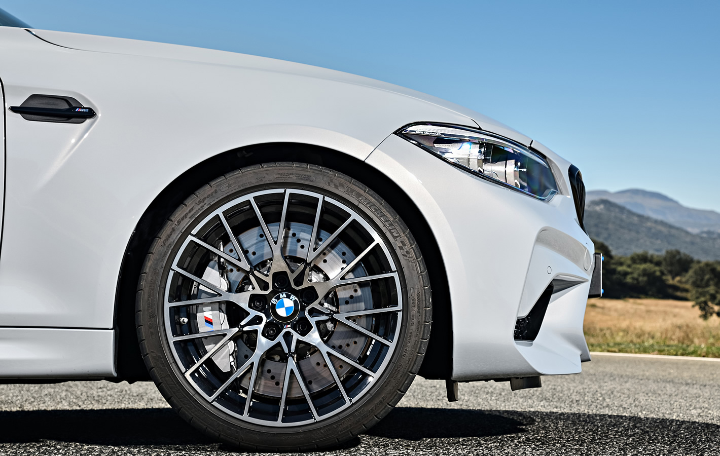 BMW M2 Competition - hamulce