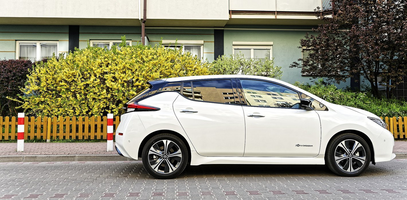 Nissan Leaf II z boku