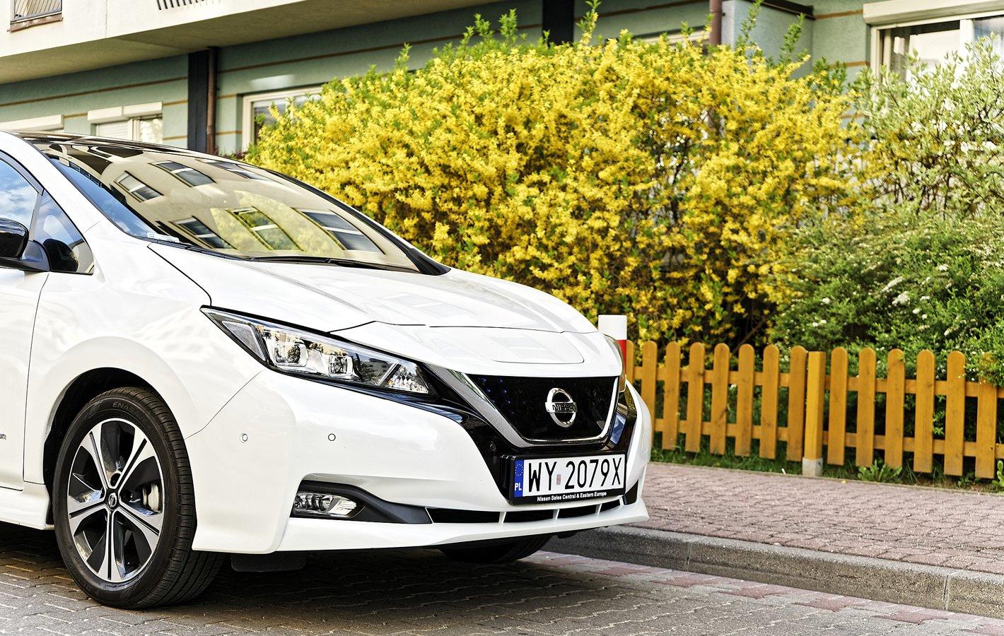 Nissan Leaf II - przednie reflektory Full-LED