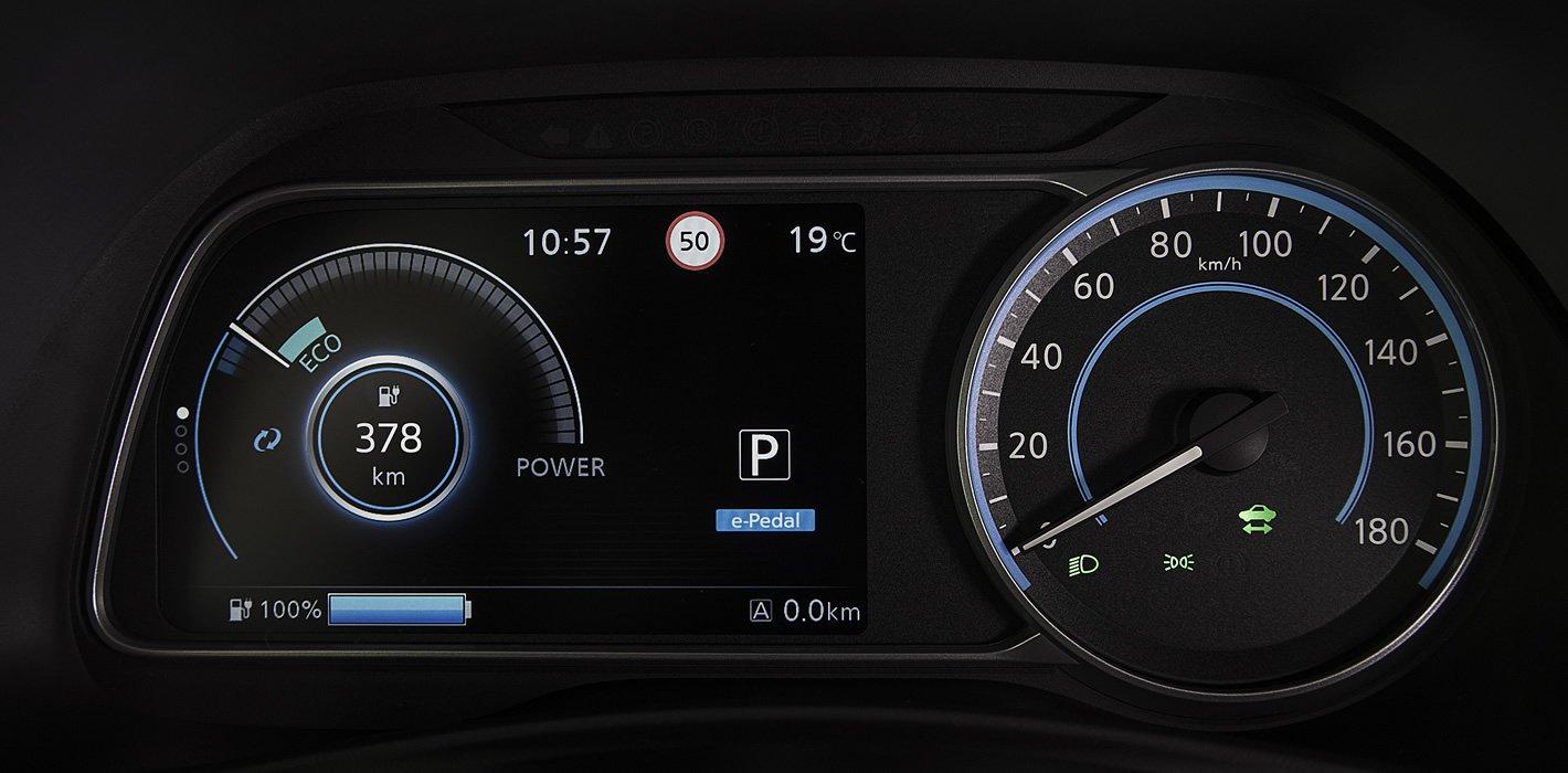 Nissan Leaf II - ekran kierowcy