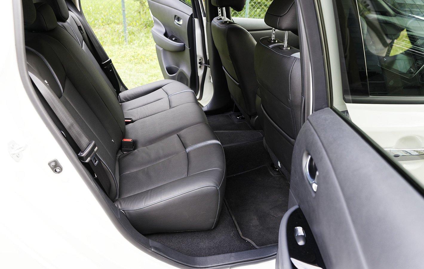 Nissan Leaf II - fotele z tyłu
