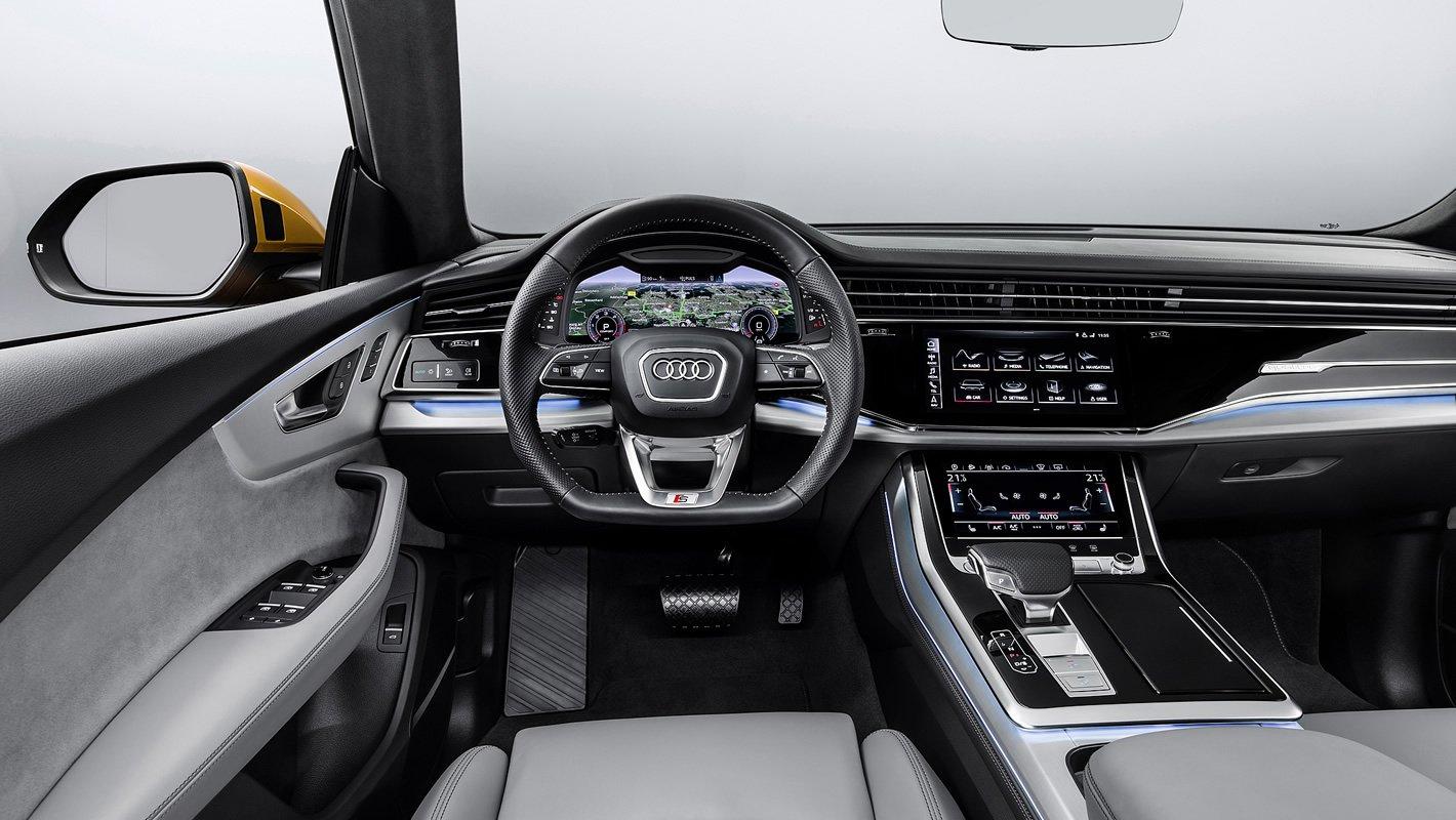 Audi Q8 - kierownica