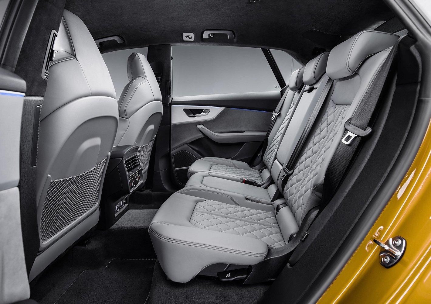 Audi Q8 - tylna kanapa