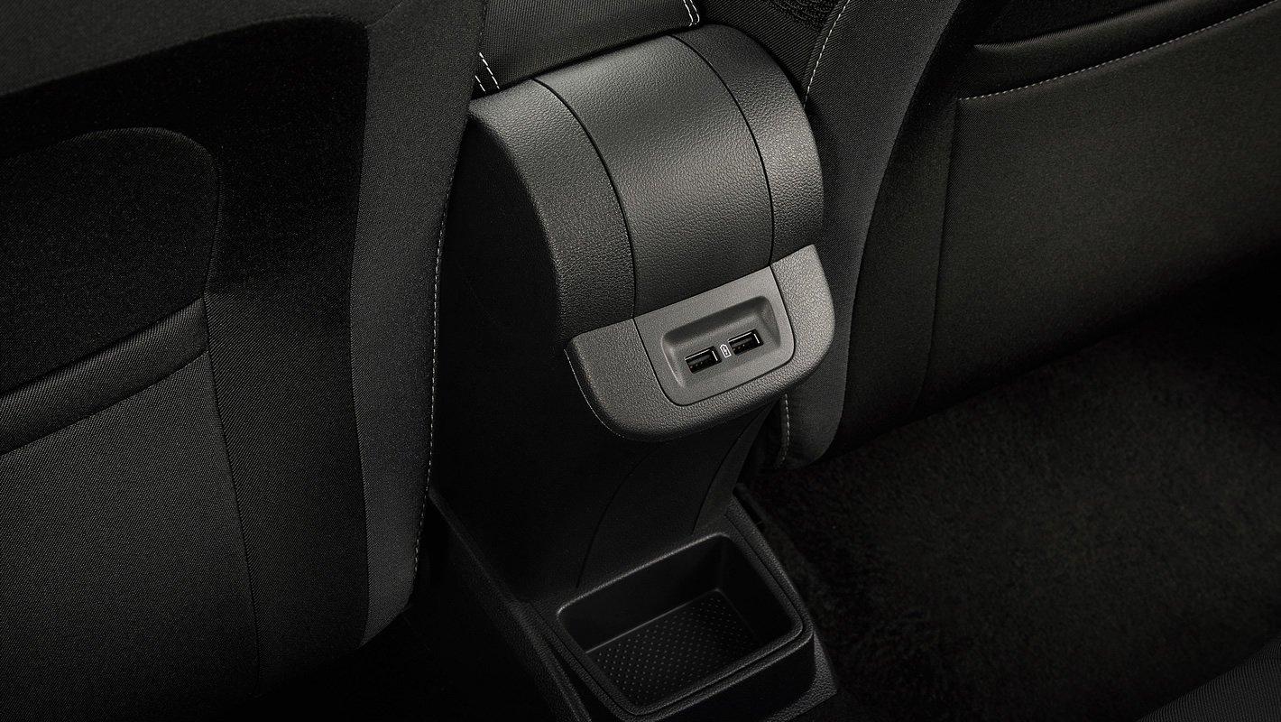 Nowa Skoda Fabia - dodatkowe porty USB z tyłu