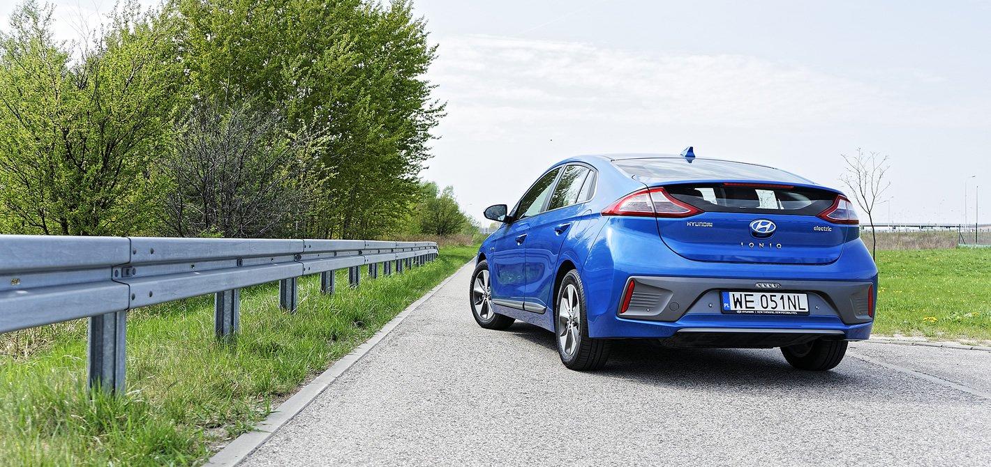 Hyundai IONIQ Electric z tyłu