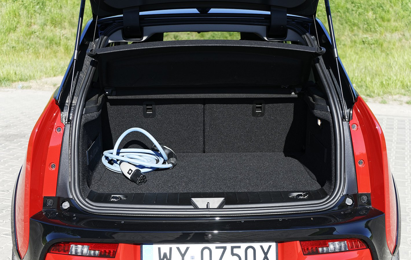 BMW i3s 94 Ah - bagażnik