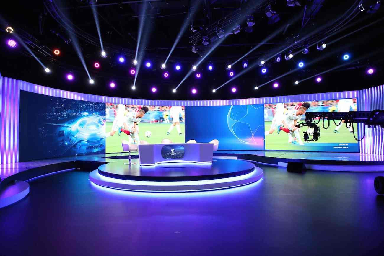 nowoczesne studio polsatu dla ligi mistrzów
