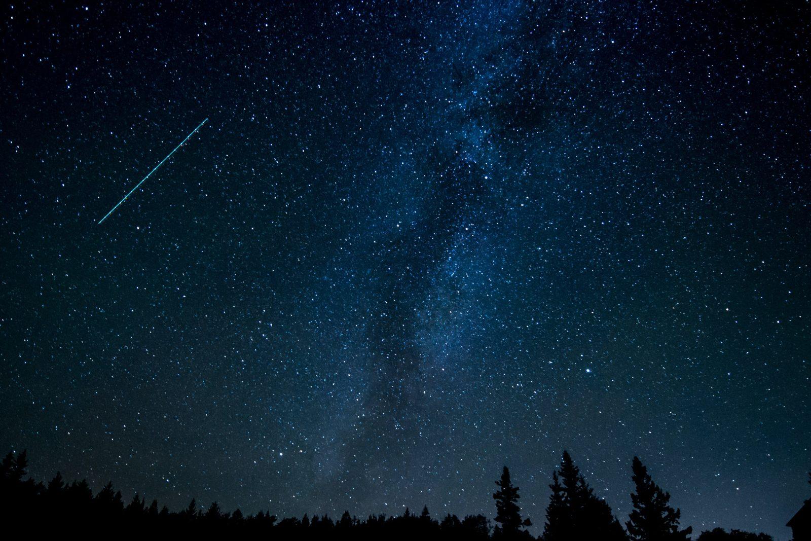 Spadające gwiazdy - skąd się biorą perseidy