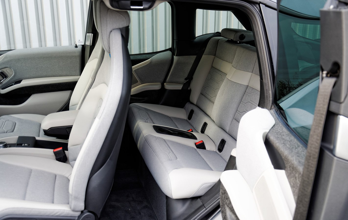 BMW i3 - nietypowo otwierane tylne drzwi