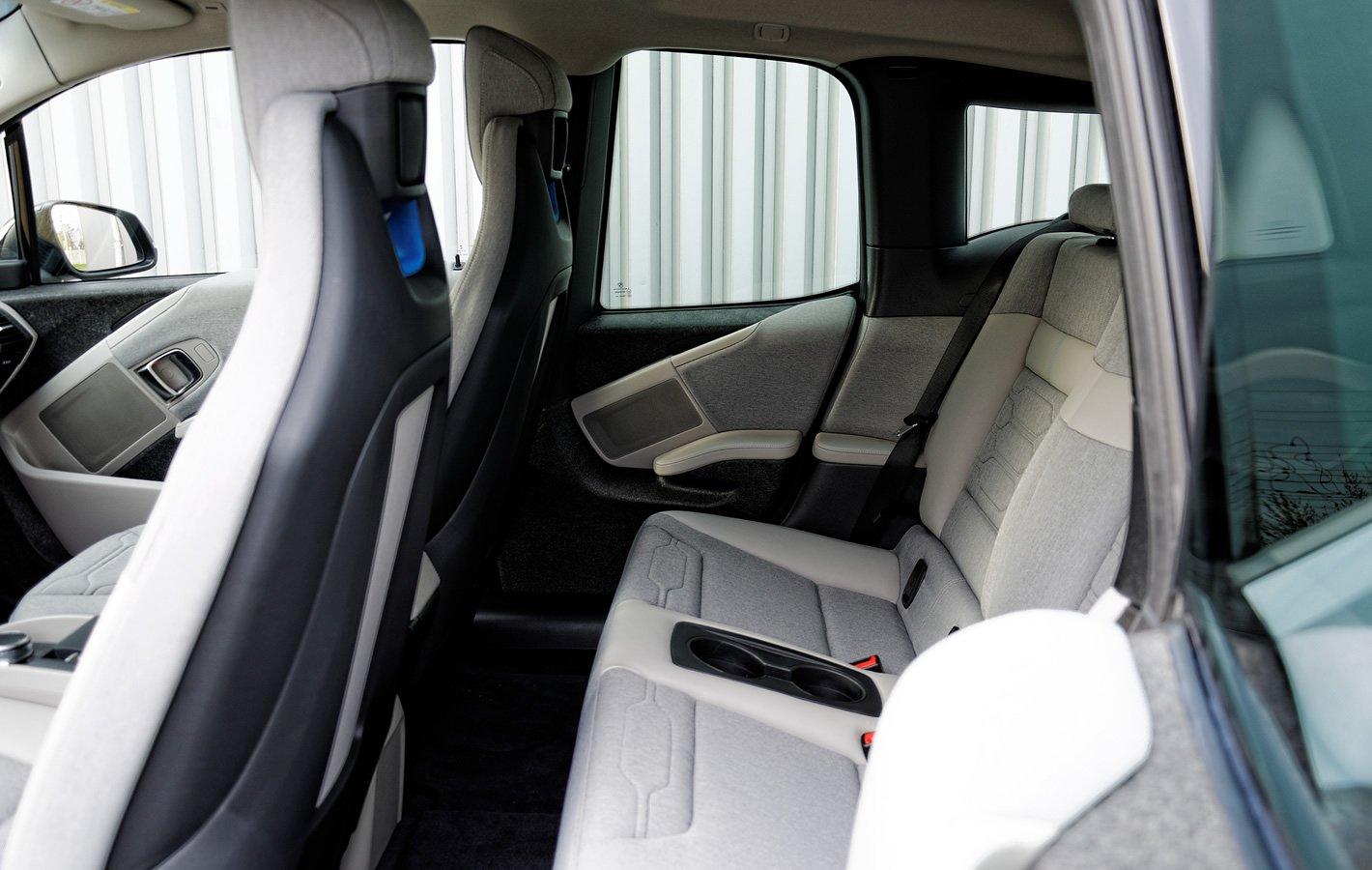 BMW i3 - tylne drzwi nie mają otwieranych szyb