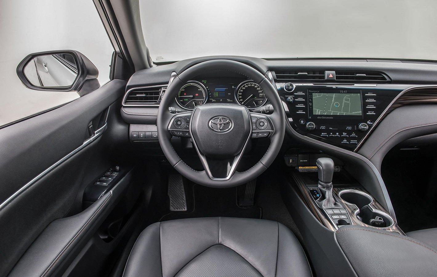 Toyota Camry Hybrid - wnętrze