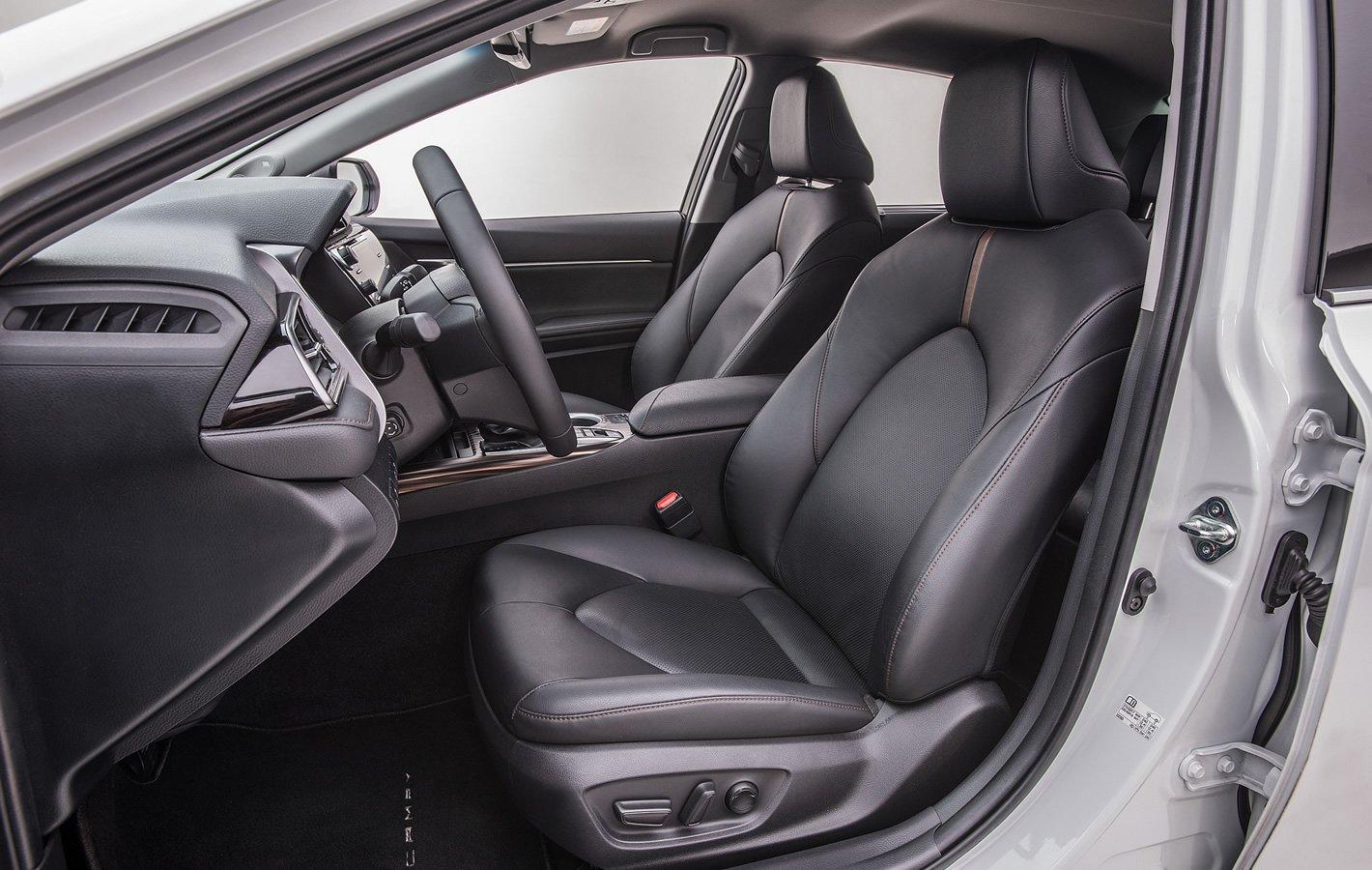 Toyota Camry Hybrid - fotel kierowcy