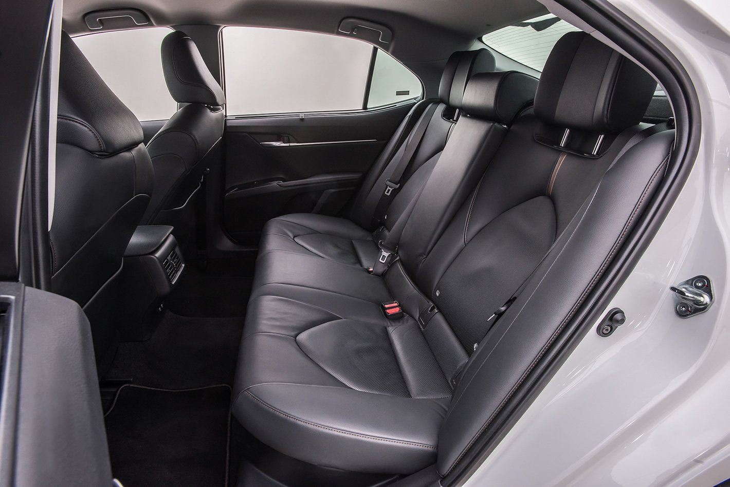 Toyota Camry Hybrid - tylne fotele
