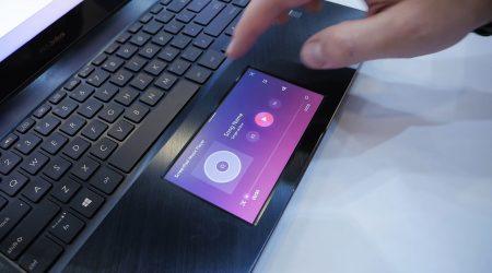 gładzik z ekranem w Asus ZenBook Pro 15 UX580