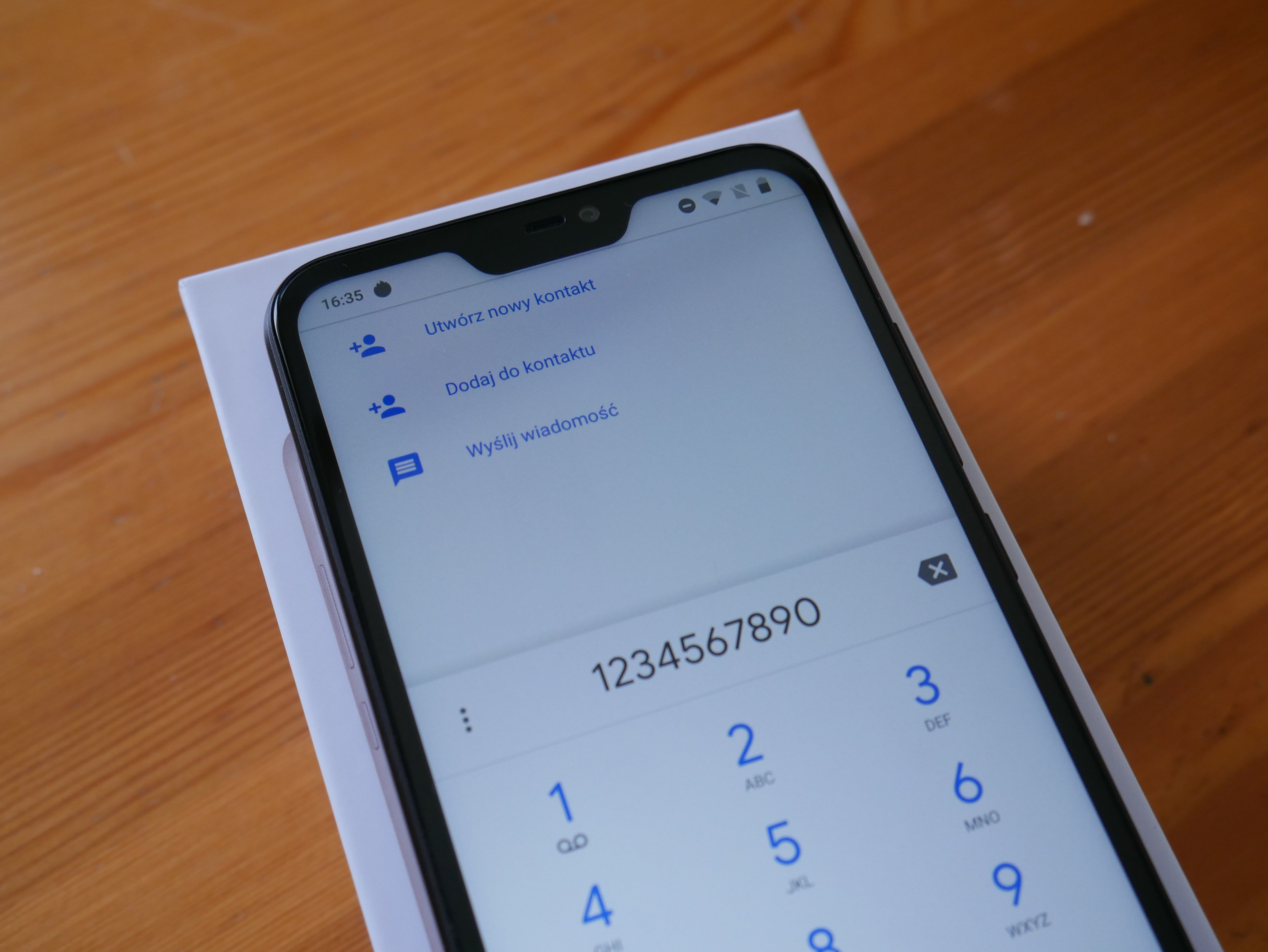 Poza tym jednak broni się obecnością LTE dual SIM GPS WiFi czy Bluetooth i każdy moduł pracuje dokładnie tak jakbyśmy tego od niego oczekiwali