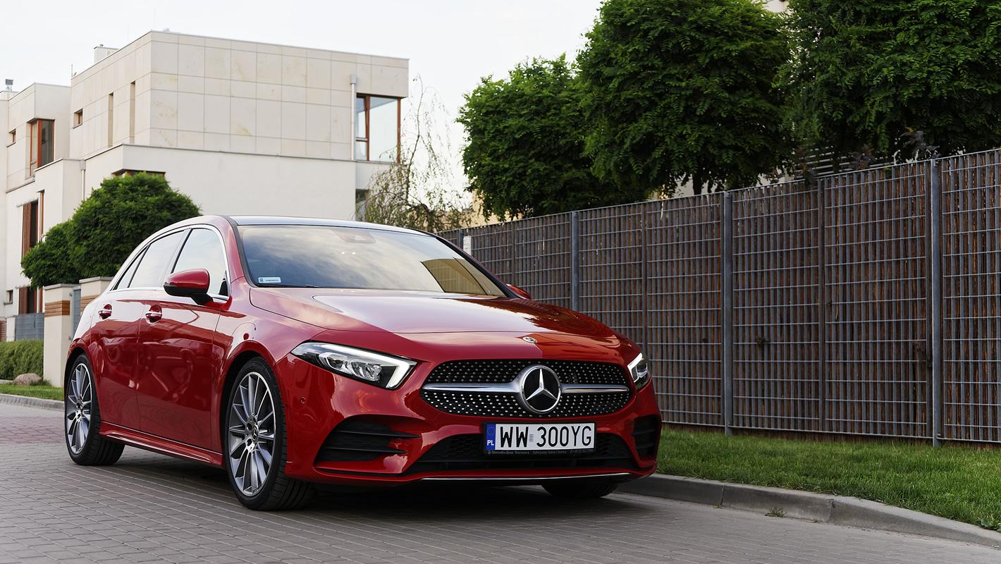 Mercedes-Benz Klasy A 200 w czerwonym kolorze