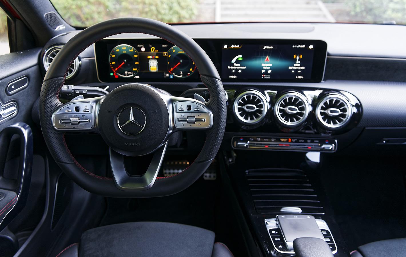 Mercedes-Benz Klasy A 200 - w środku