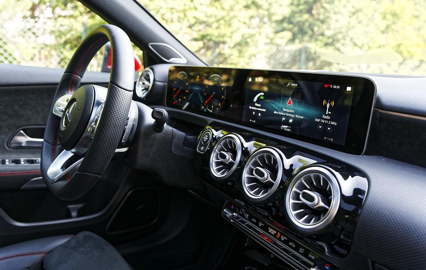 Mercedes-Benz Klasy A 200 - kokpit