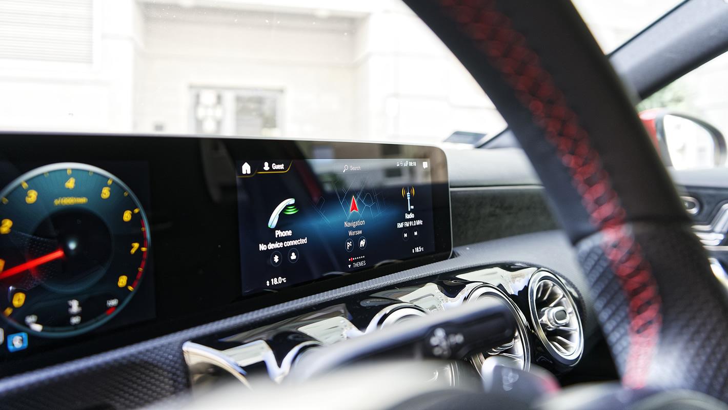 Mercedes-Benz Klasy A 200 - ekrany systemu MBUX