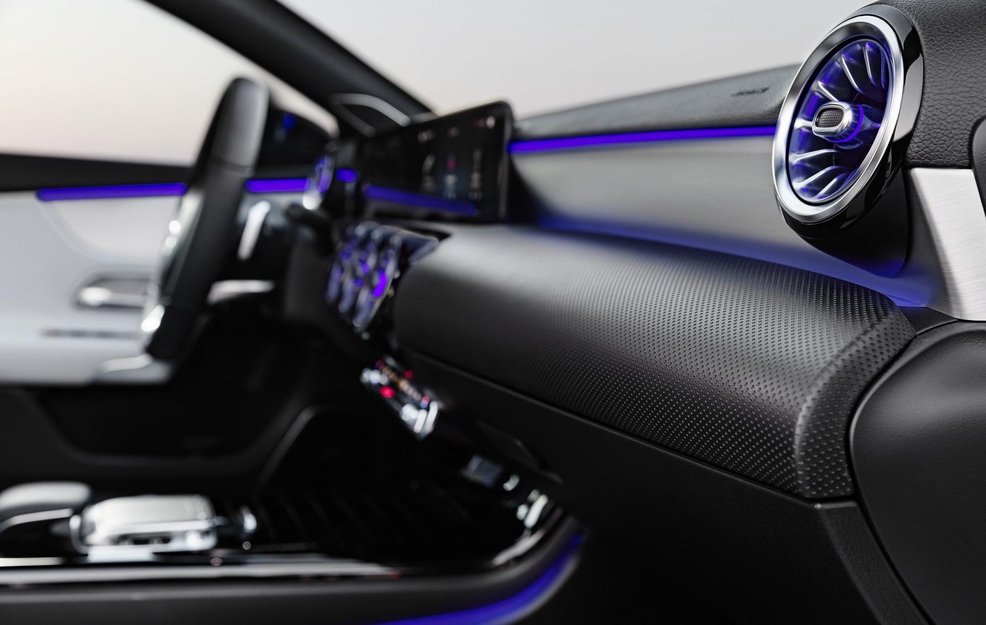 Mercedes-Benz Klasy A 200 - oświetlenie nastrojowe