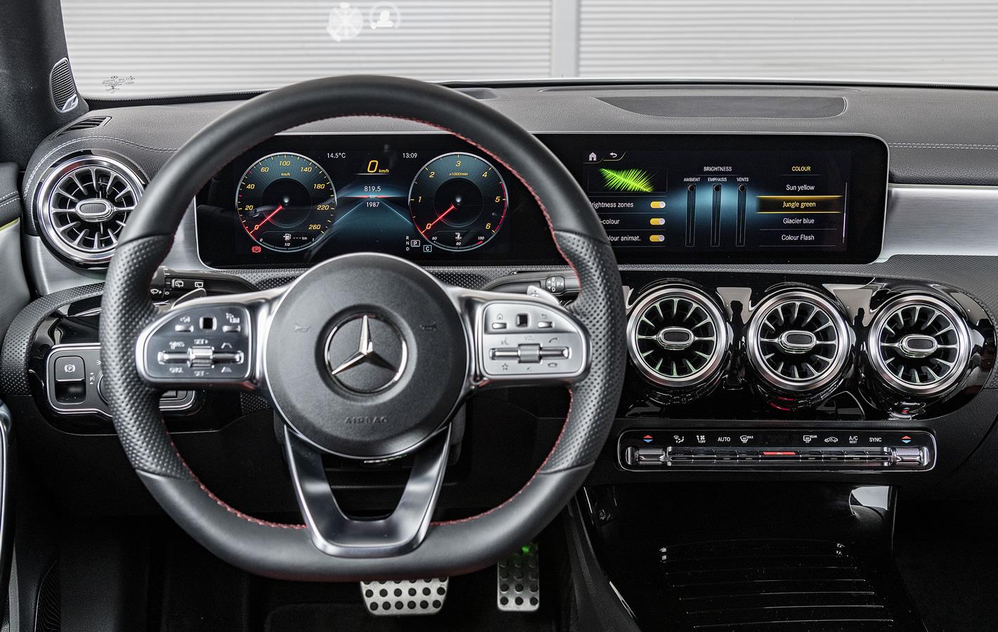 Mercedes-Benz Klasy A 200 - regulacja oświetlenia wnętrza