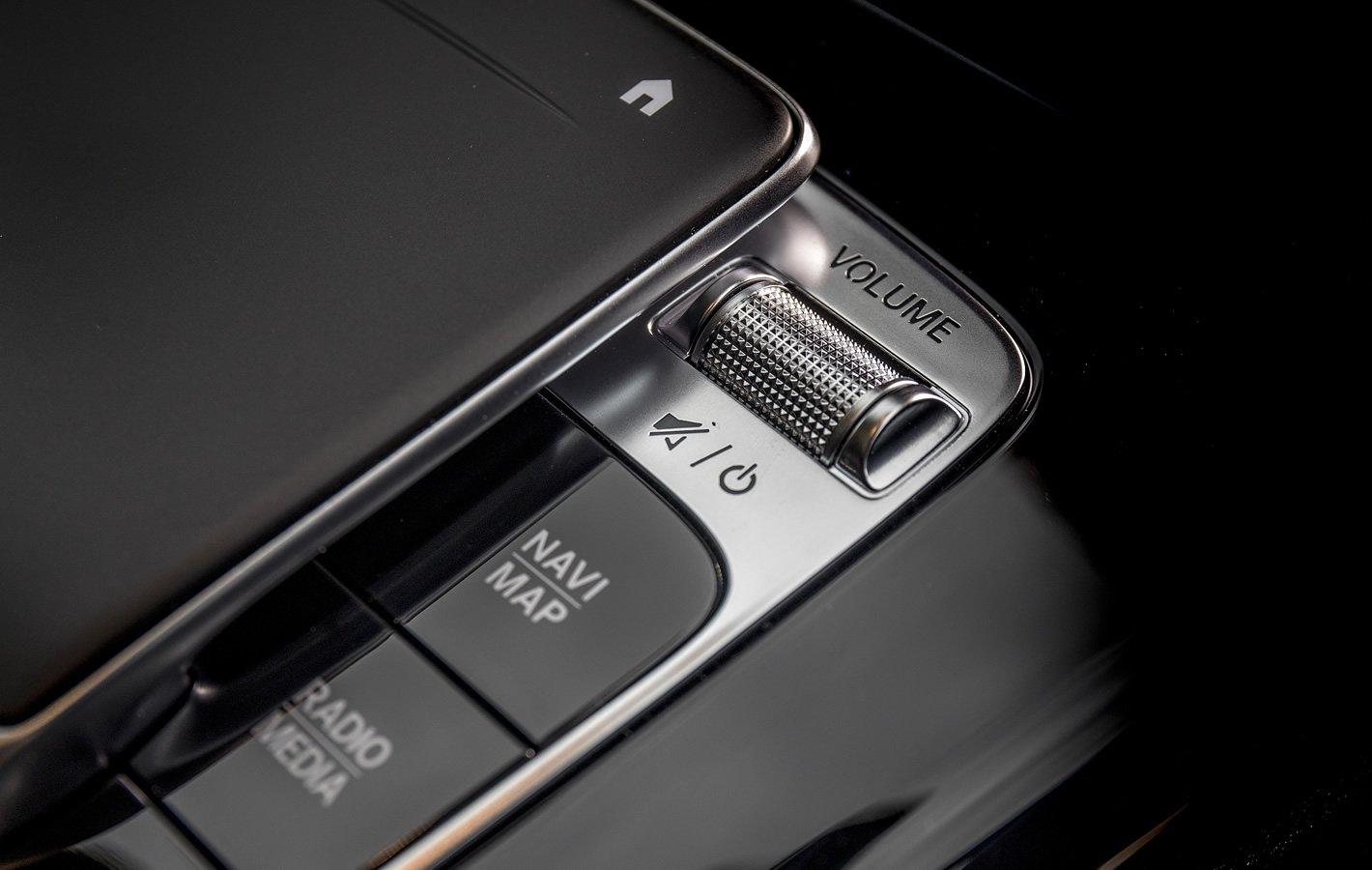 Mercedes-Benz Klasy A 200 - regulacja głośności