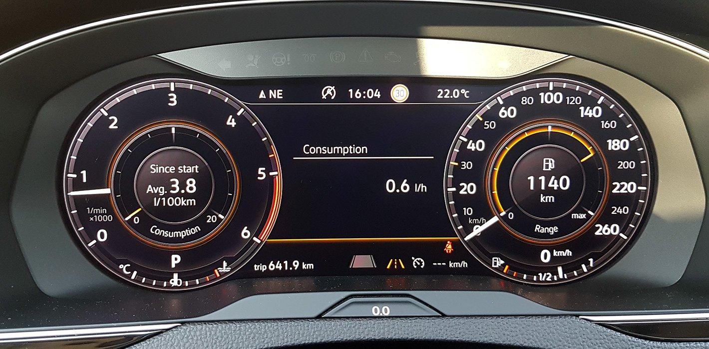 Volkswagen Passat 2.0 TDI - wirtualny zestaw wskaźników