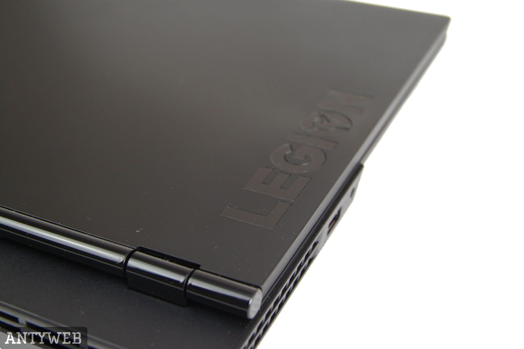Lenovo Legion Y530 logo podświetlane