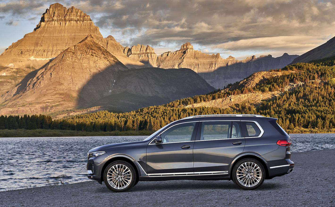 BMW X7 - z boku