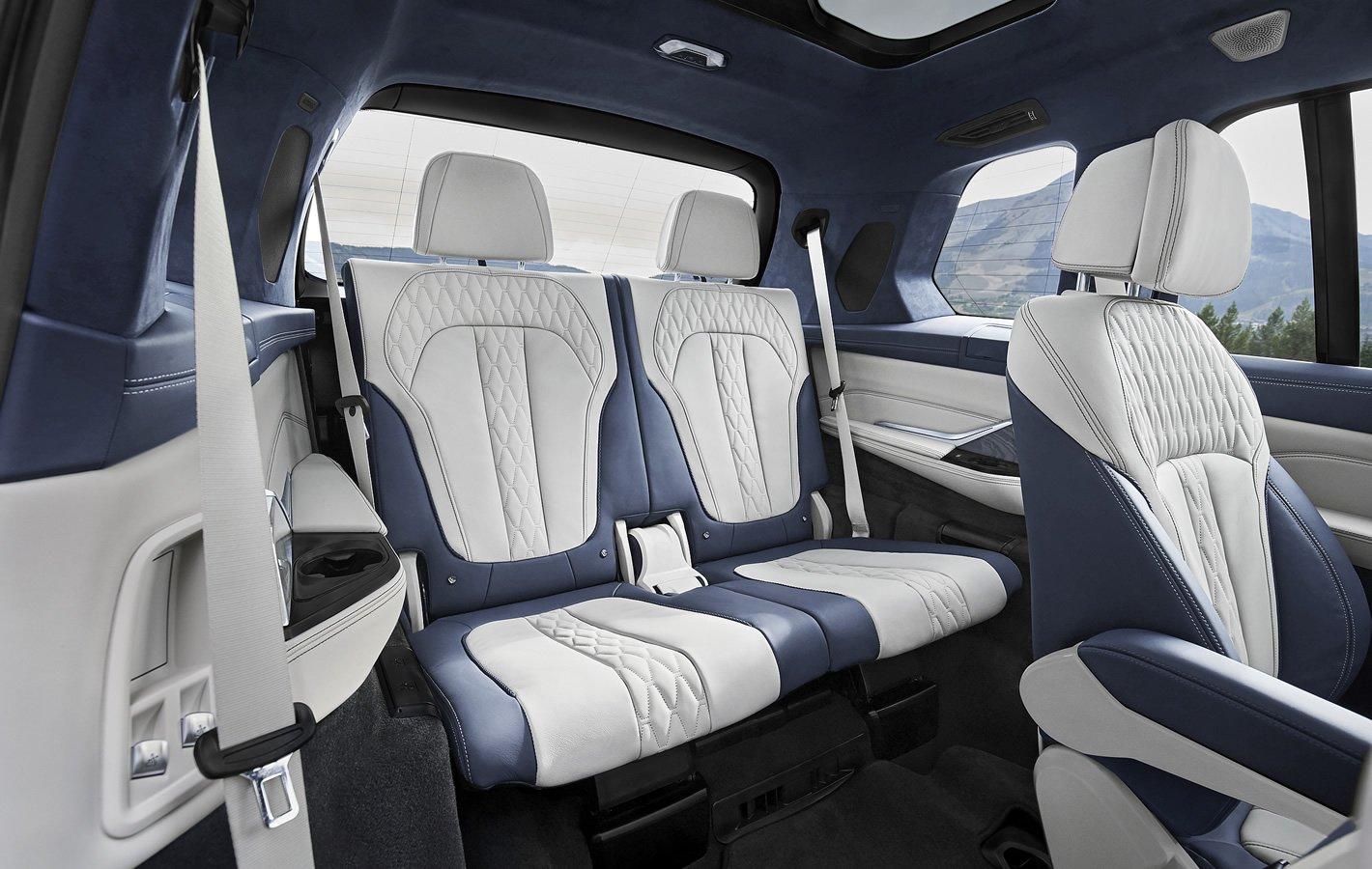 BMW X7 - trzeci rząd siedzeń