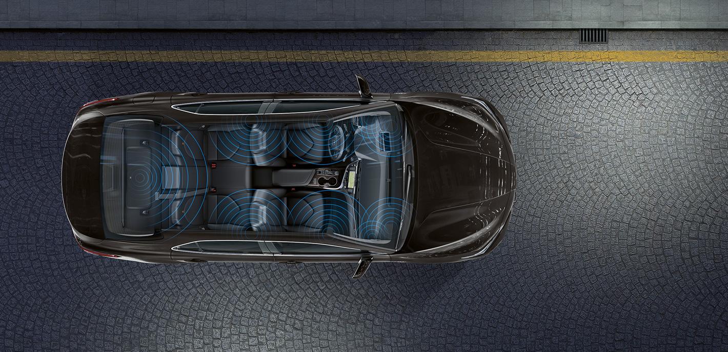 Toyota Camry Hybrid - Premium Audio JBL