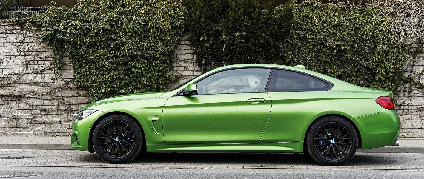 BMW 440i coupe z boku