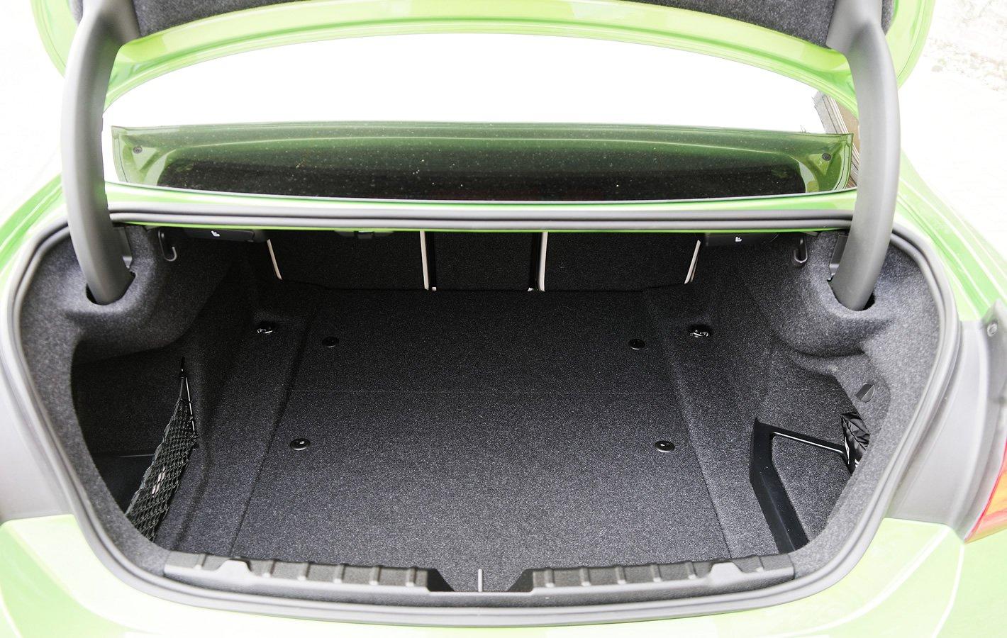 BMW 440i coupe - bagażnik