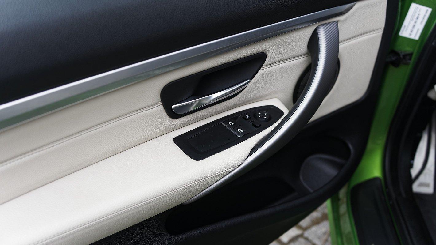 BMW 440i coupe - wewnętrzna część drzwi