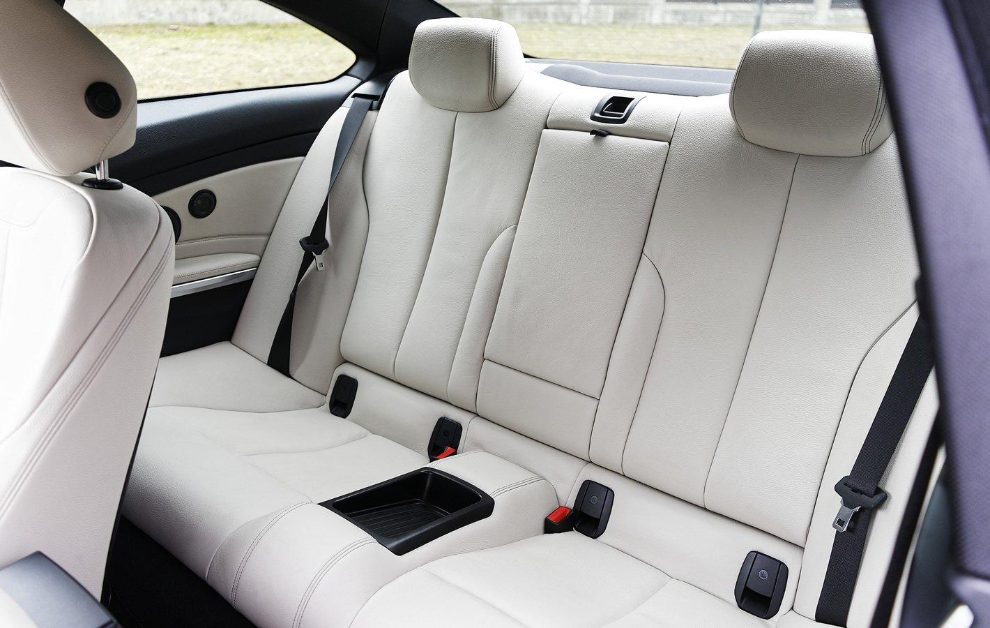 BMW 440i coupe - fotele z tyłu