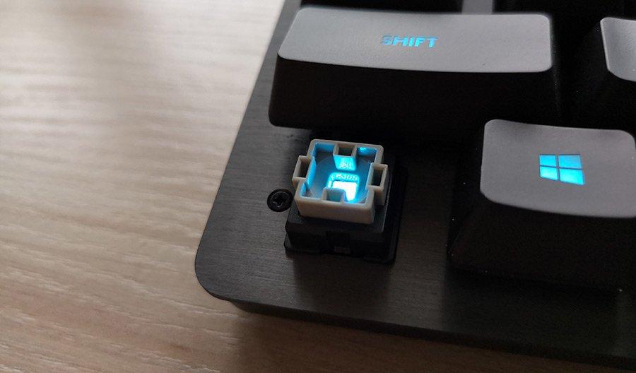 Logitech G513 - Przełącznik