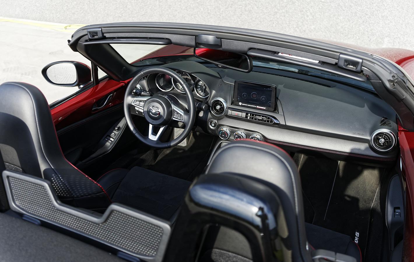 Mazda MX-5 2.0 SKY-G 2018 w środku