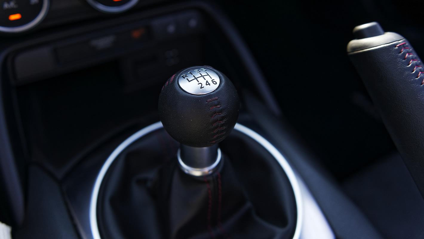 Mazda MX-5 2.0 SKY-G 2018 - lewarek skrzyni biegów