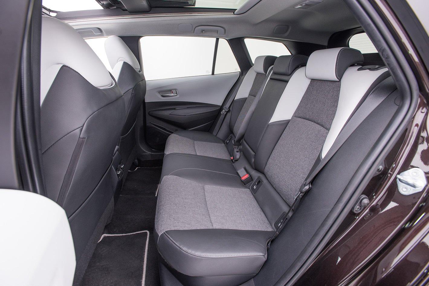 Toyota Corolla - tylna kanapa