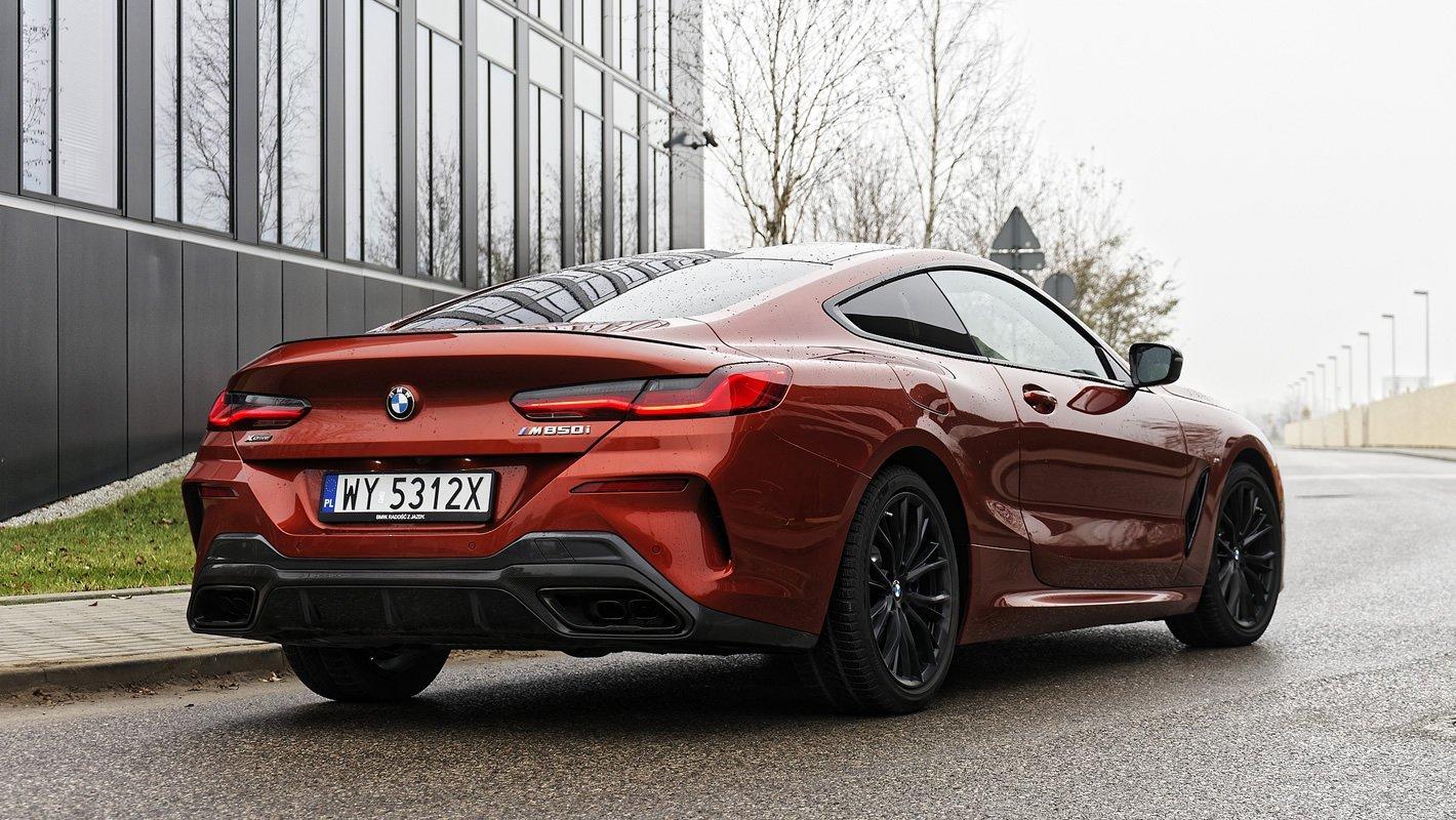 BMW M850i xDrive z tyłu