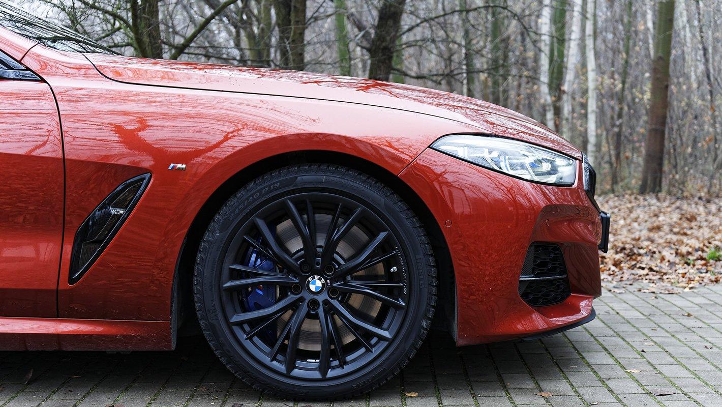 BMW M850i xDrive - układ hamulcowy z przodu