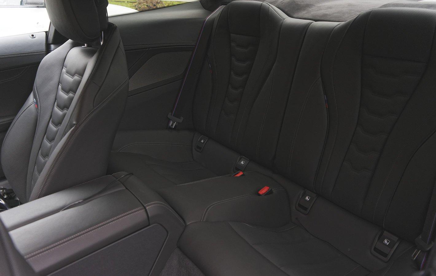 BMW M850i xDrive - tylna kanapa