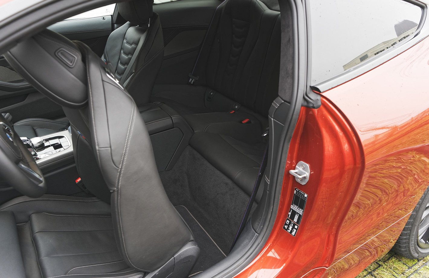 BMW M850i xDrive - tylne siedzenia