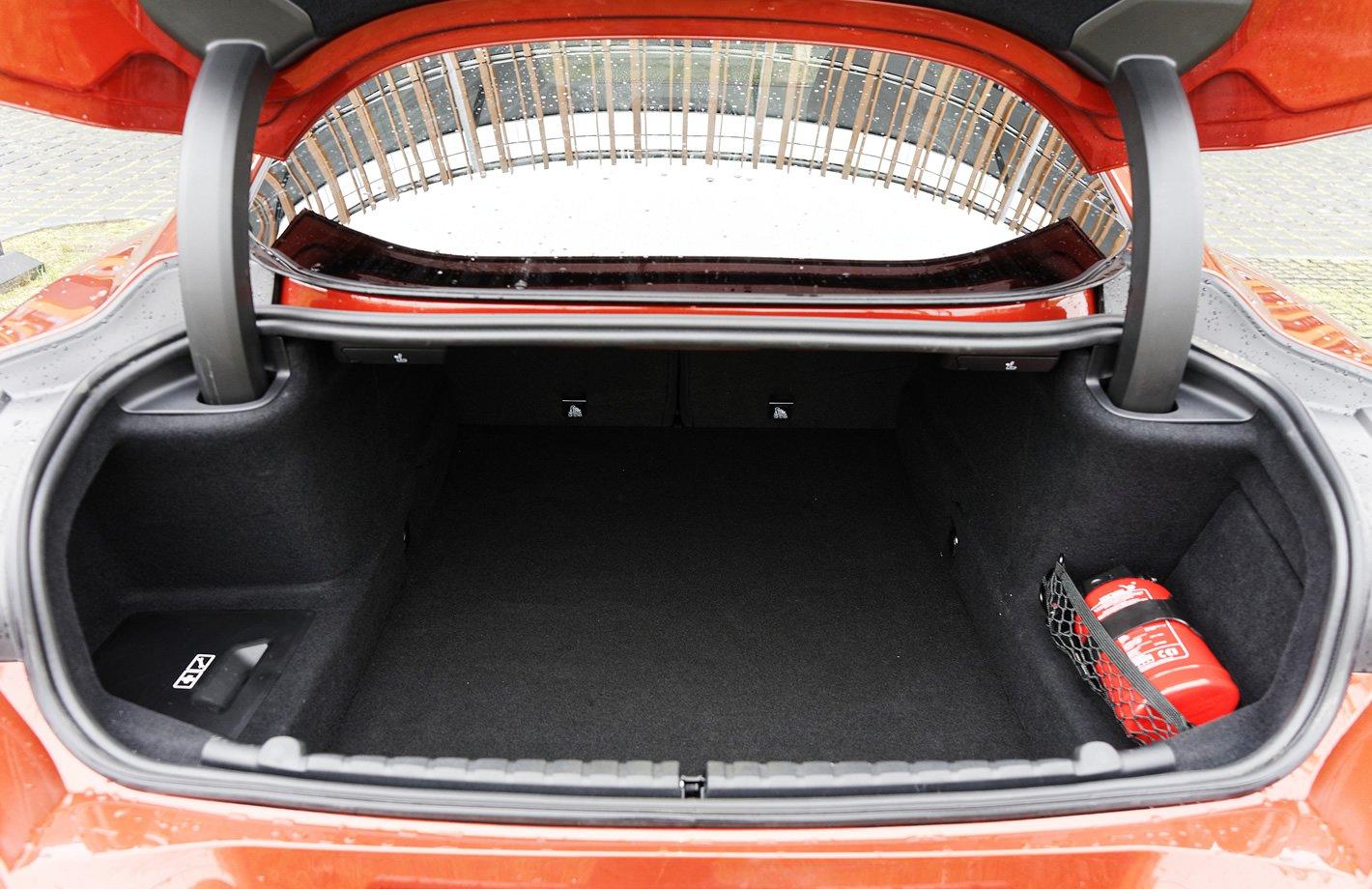 BMW M850i xDrive - bagaznik