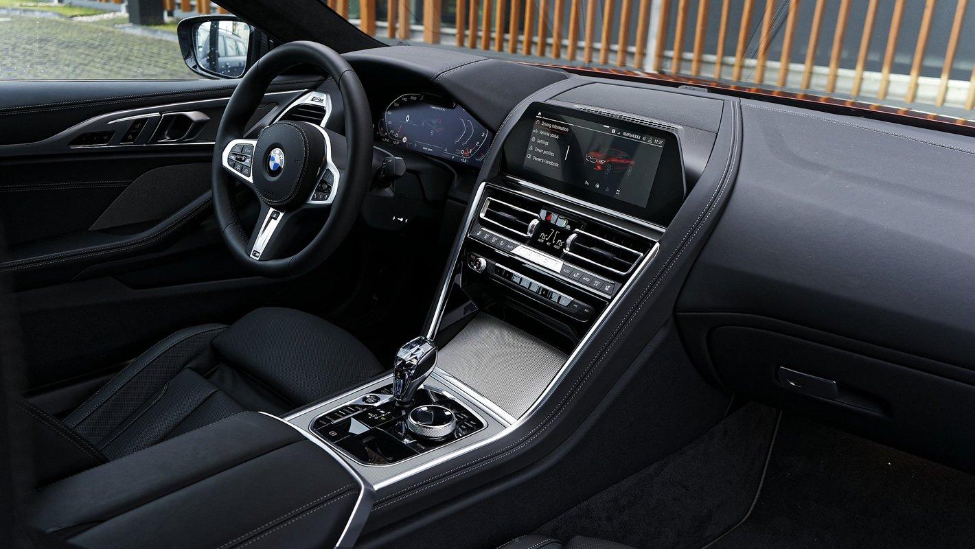 BMW M850i xDrive w środku