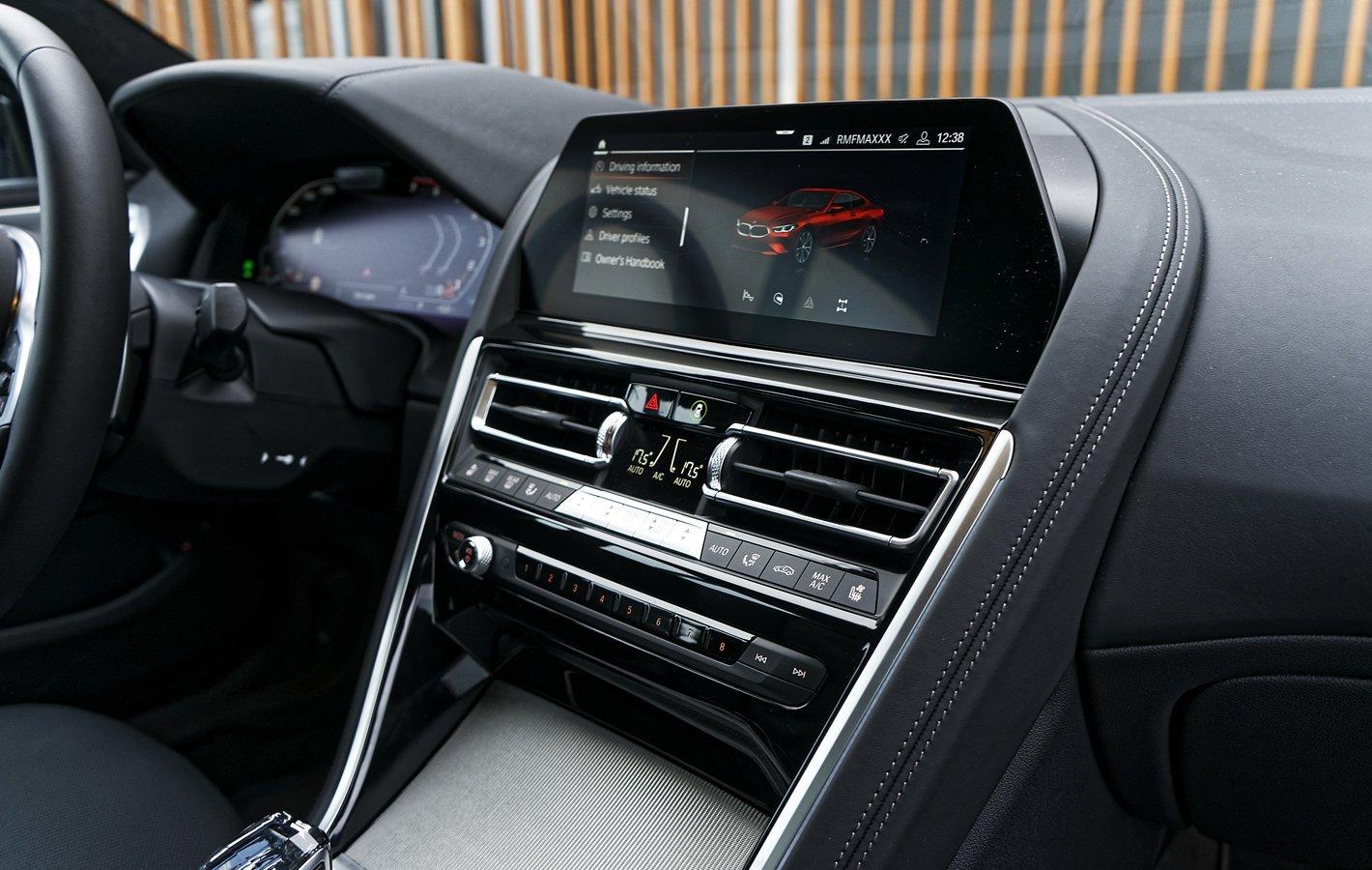 BMW M850i xDrive - panel klimatyzacji