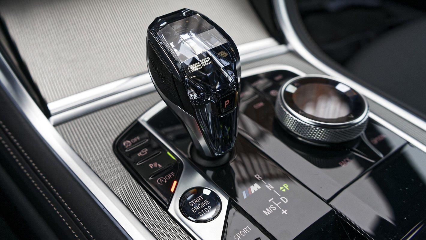 BMW M850i xDrive - lewarek skrzyni biegów